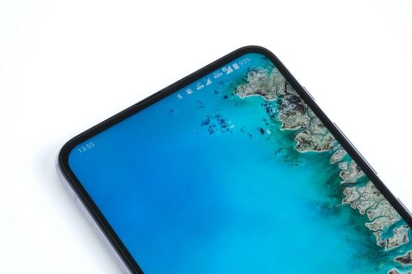 ZenFone 6 Edition 30はノッチのないデザインで画面をフル活用できる